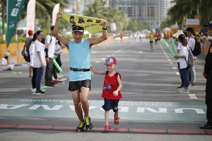 VĐV Suzaki Yuuya về nhất 42 km, cuộc thi Marathon Quốc tế Đà Nẵng - Ảnh 11.