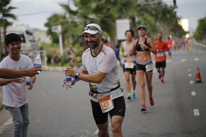 VĐV Suzaki Yuuya về nhất 42 km, cuộc thi Marathon Quốc tế Đà Nẵng - Ảnh 12.