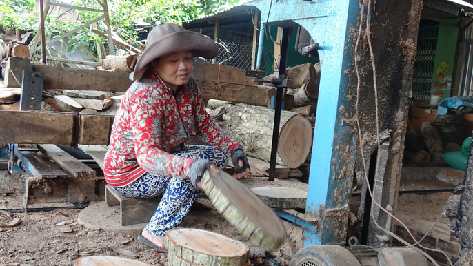 Vào làng nghề làm thớt gỗ trứ danh ở miền Tây