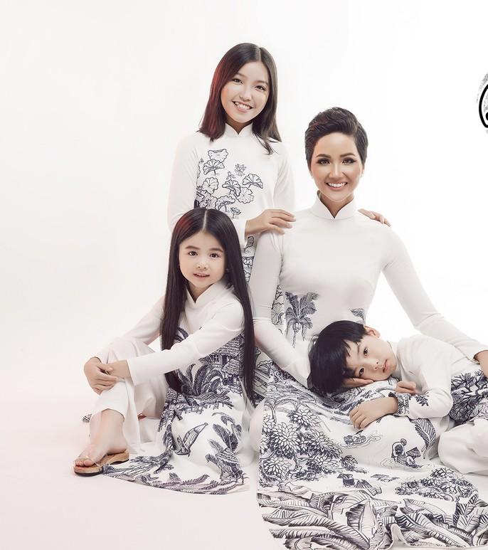 Đấu giá bộ áo dài của HHen Niê giúp trẻ em nghèo - Ảnh 3.