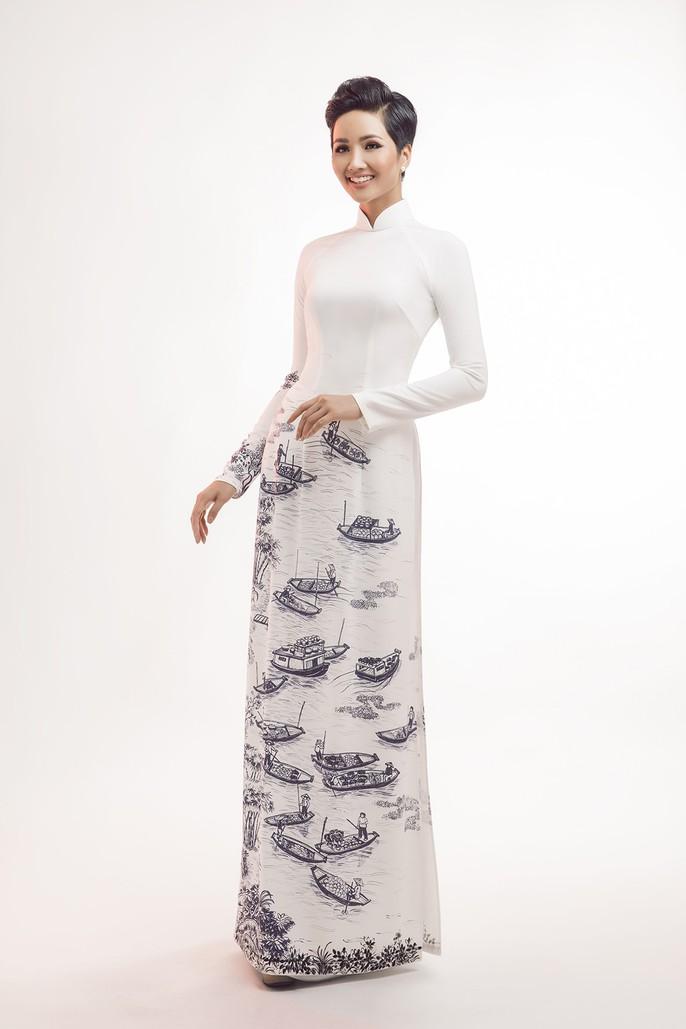 Đấu giá bộ áo dài của HHen Niê giúp trẻ em nghèo - Ảnh 1.
