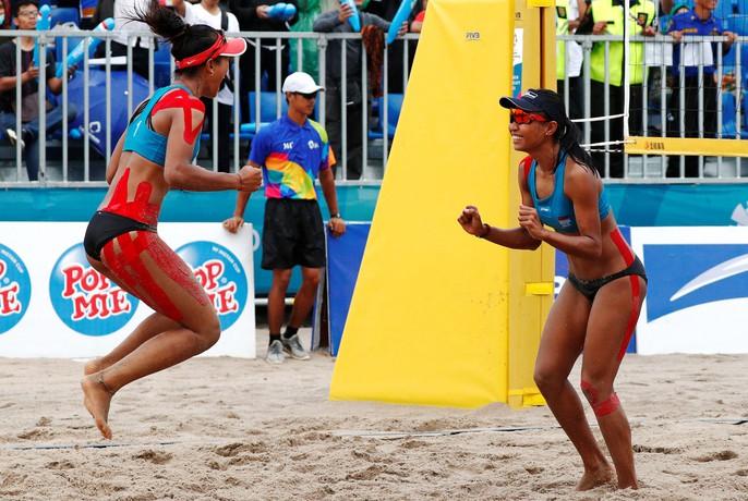 Bỏng mắt xem các nữ VĐV bóng chuyền bãi biển ASIAD - Ảnh 10.