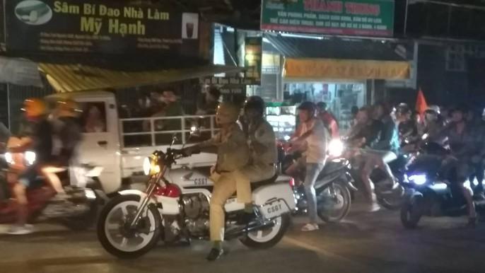 Mừng kỳ tích Olympic Việt Nam: Người hâm mộ không ngủ - Ảnh 34.