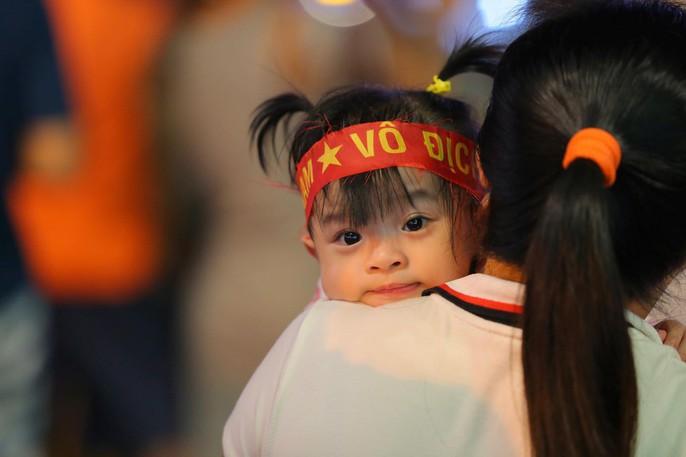 Mừng kỳ tích Olympic Việt Nam: Người hâm mộ không ngủ - Ảnh 10.