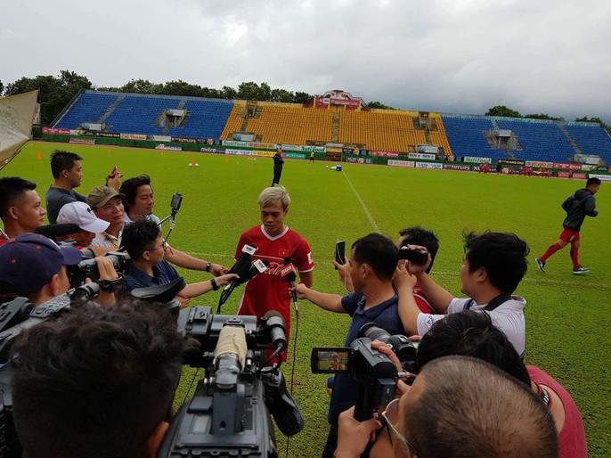 Olympic Việt Nam chạy dưới mưa trong ngày đầu ở Bình Dương - Ảnh 6.