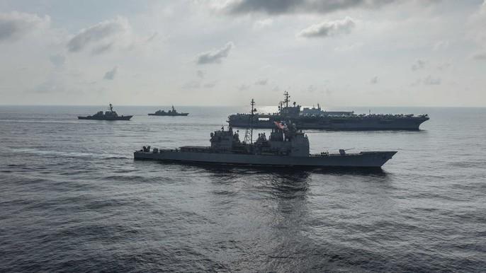 Tàu sân bay Mỹ - Nhật tập trận chung ở biển Đông - Ảnh 2.
