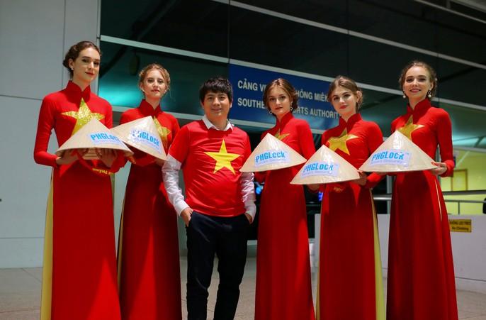 Hơn 300 CĐV bay sớm sang Indonesia tiếp lửa cho Olympic Việt Nam tranh HCĐ - Ảnh 13.