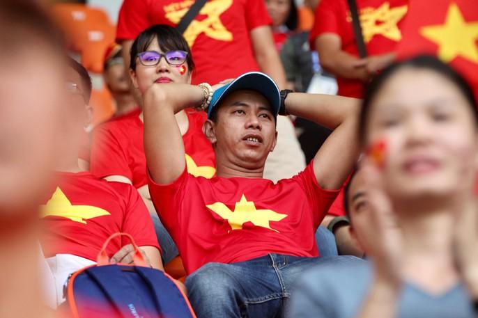 Olympic Việt Nam chia tay trong tiếc nuối, CĐV thẫn thờ - Ảnh 6.