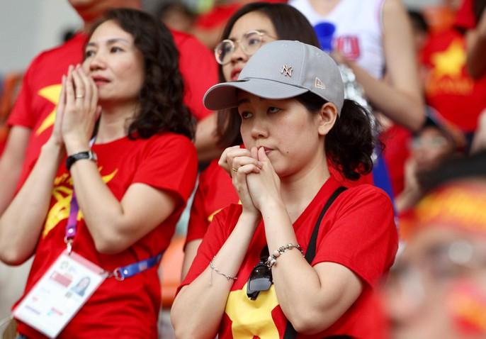 Olympic Việt Nam chia tay trong tiếc nuối, CĐV thẫn thờ - Ảnh 7.