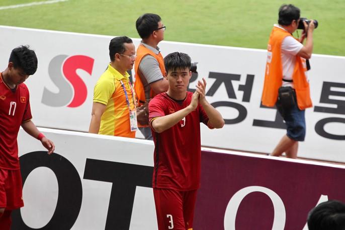 Olympic Việt Nam chia tay trong tiếc nuối, CĐV thẫn thờ - Ảnh 2.