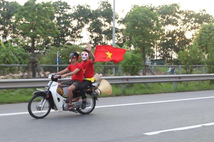 Olympic Việt Nam vuột Huy chương Đồng, Hồ Gươm vắng cổ động viên - Ảnh 9.