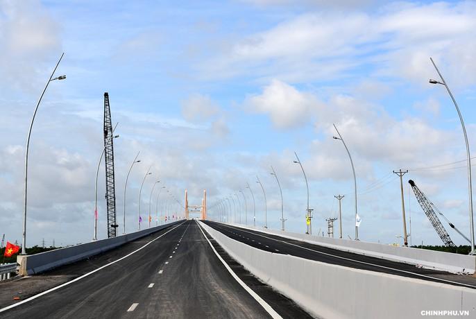 Thủ tướng, nguyên Thủ tướng cắt băng khánh thành xa lộ Hạ Long-Hải Phòng - Ảnh 3.