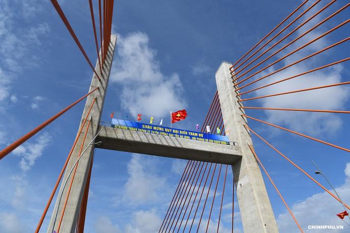 Thủ tướng, nguyên Thủ tướng cắt băng khánh thành xa lộ Hạ Long-Hải Phòng - Ảnh 6.