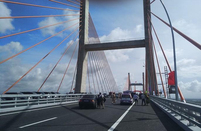 Thủ tướng, nguyên Thủ tướng cắt băng khánh thành xa lộ Hạ Long-Hải Phòng - Ảnh 7.