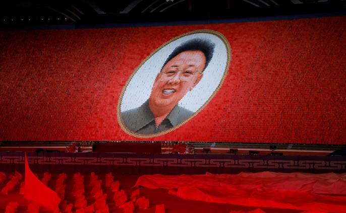 Cận cảnh màn đồng diễn đuốc rực lửa có 1 không hai ở Triều Tiên - Ảnh 5.