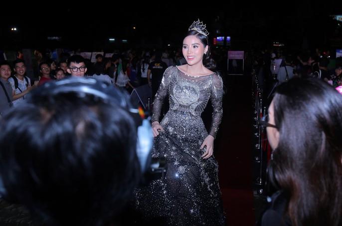 Thảm đỏ hoa hậu Việt Nam 2018: Dàn người đẹp khoe sắc - Ảnh 3.