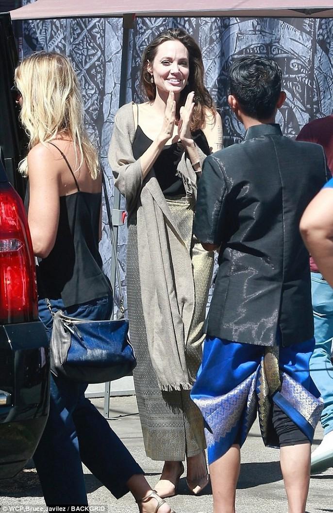 Angelina Jolie hết lòng ủng hộ điện ảnh Campuchia - Ảnh 1.