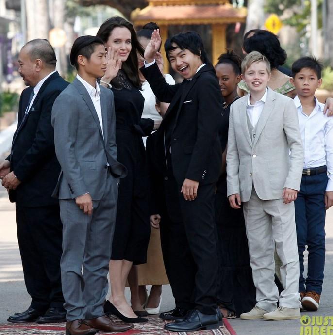 Angelina Jolie hết lòng ủng hộ điện ảnh Campuchia - Ảnh 8.