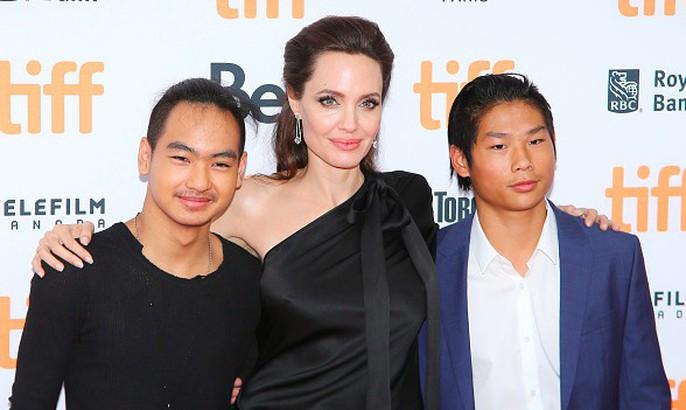 Angelina Jolie hết lòng ủng hộ điện ảnh Campuchia - Ảnh 12.