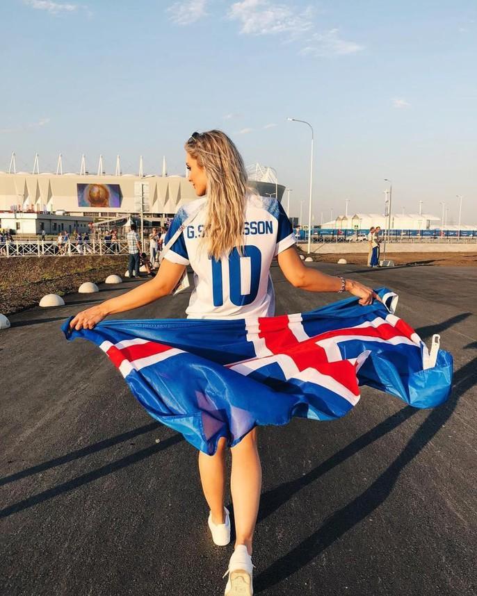 Ngắm bà Becks xinh đẹp của bóng đá Iceland - Ảnh 6.