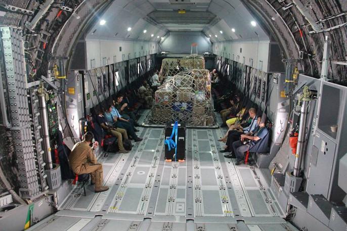 Soi nội thất máy bay A400M của không quân Pháp - Ảnh 2.