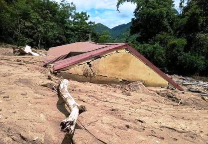 Trường lớp tan hoang, ngập bùn đất trước ngày khai giảng - Ảnh 22.