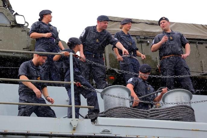 Ngắm tàu đổ bộ HMS Albion của Hải quân Anh đang thăm TP HCM - Ảnh 3.