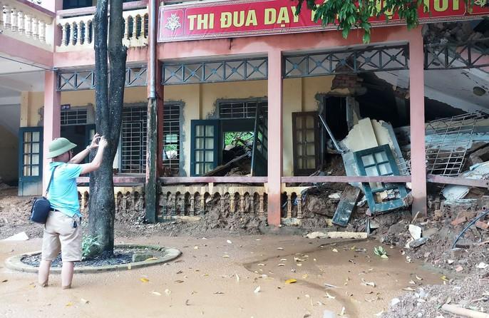 Trường lớp tan hoang, ngập bùn đất trước ngày khai giảng - Ảnh 4.