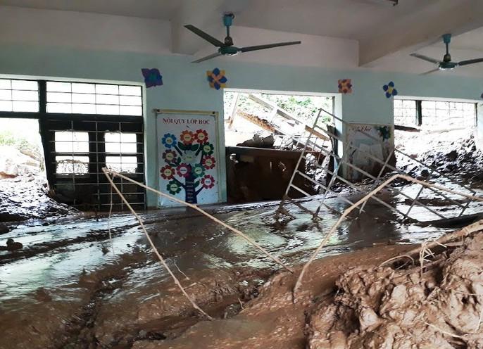 Trường lớp tan hoang, ngập bùn đất trước ngày khai giảng - Ảnh 10.