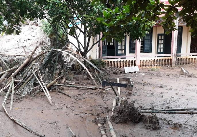 Trường lớp tan hoang, ngập bùn đất trước ngày khai giảng - Ảnh 8.