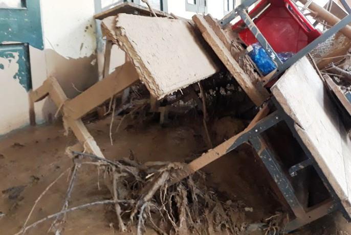 Trường lớp tan hoang, ngập bùn đất trước ngày khai giảng - Ảnh 6.