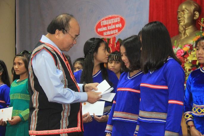 Chủ tịch nước Trần Đại Quang: Giáo dục luôn được đặt ở vị trí trung tâm - Ảnh 5.