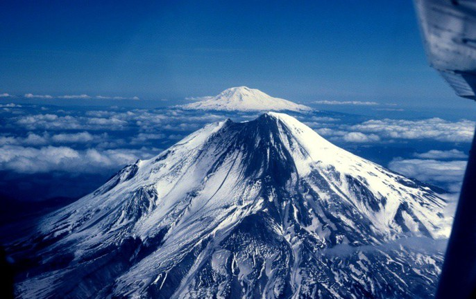 Vết sẹo trái đất mở cổng địa ngục dưới siêu núi lửa - Ảnh 1.