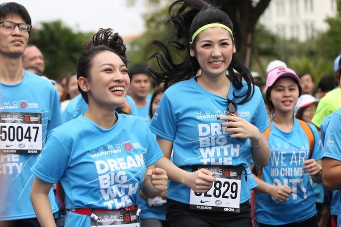 Choáng ngợp với 8.000 VĐV ở Giải Marathon TP HCM 2018 - Ảnh 3.