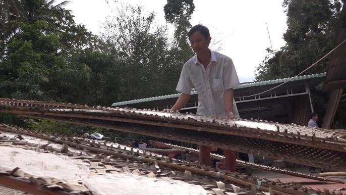 Bí quyết của làng nghề bánh tráng trăm năm phục vụ Tết - Ảnh 10.