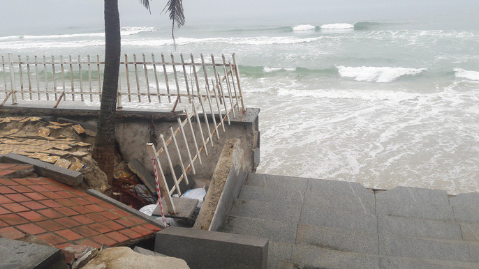 Cận cảnh bờ biển quyến rũ nhất hành tinh bị sạt lở nghiêm trọng - Ảnh 2.