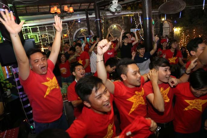 CĐV ở quê nhà nức lòng vì U23 Việt Nam - Ảnh 10.