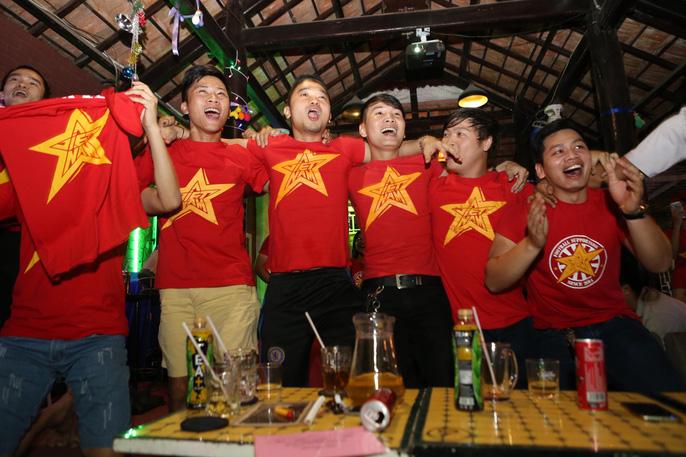 CĐV ở quê nhà nức lòng vì U23 Việt Nam - Ảnh 9.