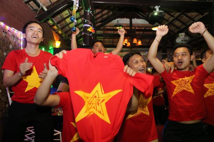 CĐV ở quê nhà nức lòng vì U23 Việt Nam - Ảnh 7.