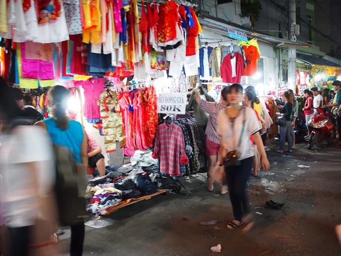 Công nhân rục rịch mua sắm Tết - Ảnh 6.