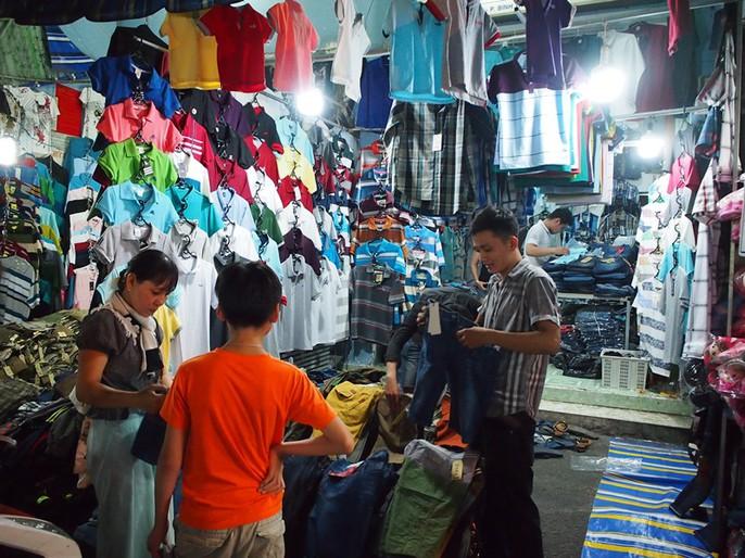 Công nhân rục rịch mua sắm Tết - Ảnh 8.