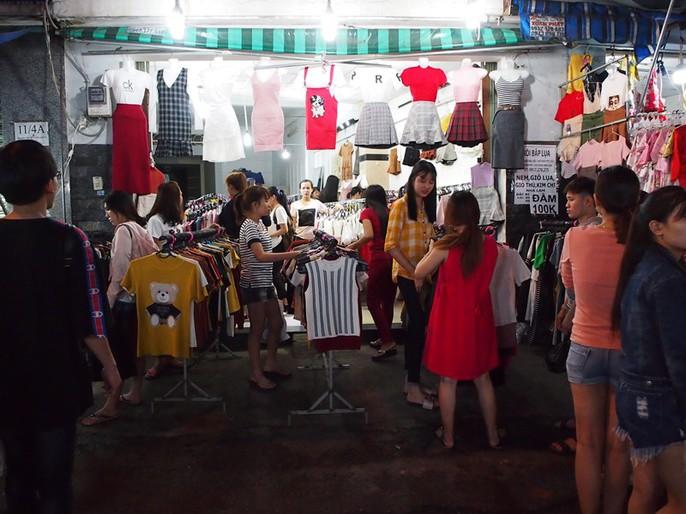 Công nhân rục rịch mua sắm Tết - Ảnh 10.