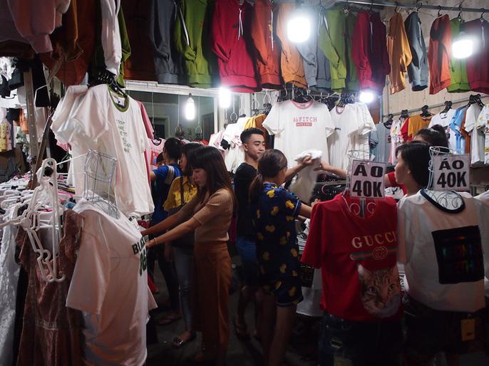 Công nhân rục rịch mua sắm Tết - Ảnh 14.