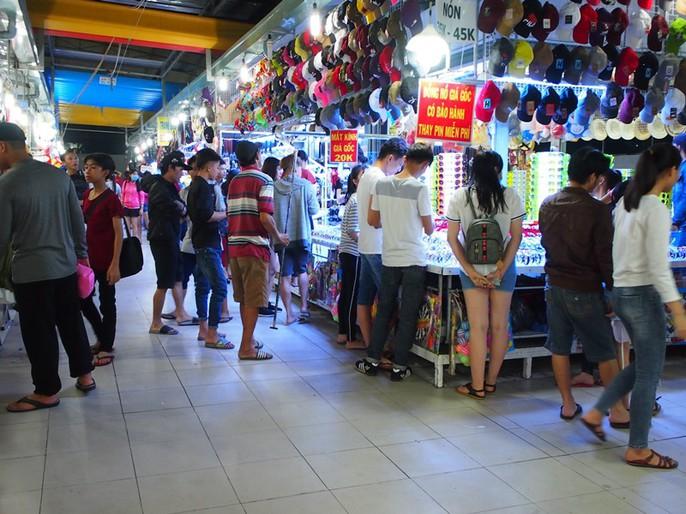 Công nhân rục rịch mua sắm Tết - Ảnh 19.