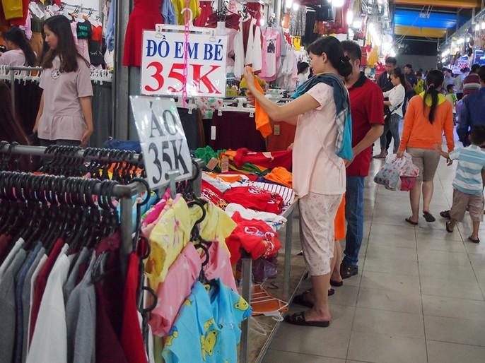 Công nhân rục rịch mua sắm Tết - Ảnh 20.