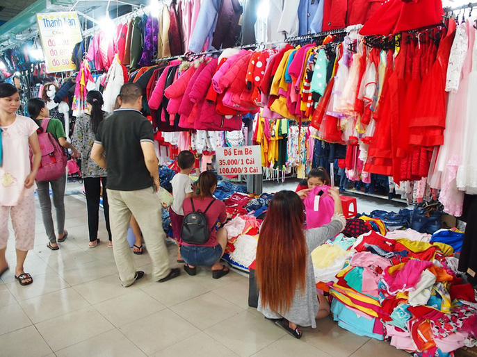 Công nhân rục rịch mua sắm Tết - Ảnh 22.