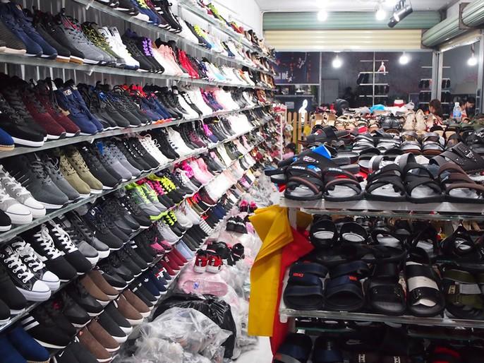 Công nhân rục rịch mua sắm Tết - Ảnh 23.