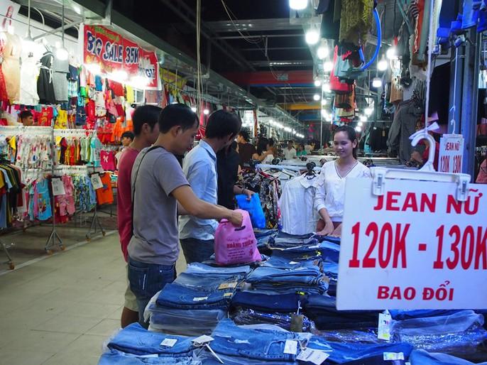 Công nhân rục rịch mua sắm Tết - Ảnh 24.