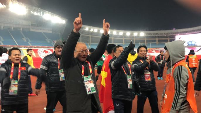 Chùm ảnh hạnh phúc của U23 VN sau chiến tích vào chung kết - Ảnh 5.