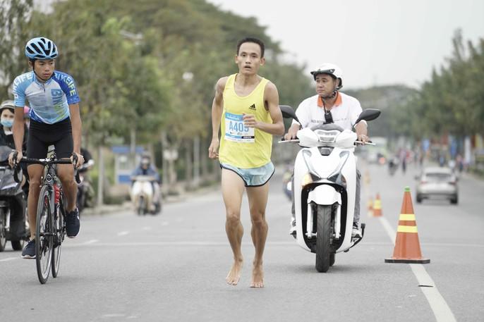 Choáng ngợp với 8.000 VĐV ở Giải Marathon TP HCM 2018 - Ảnh 14.